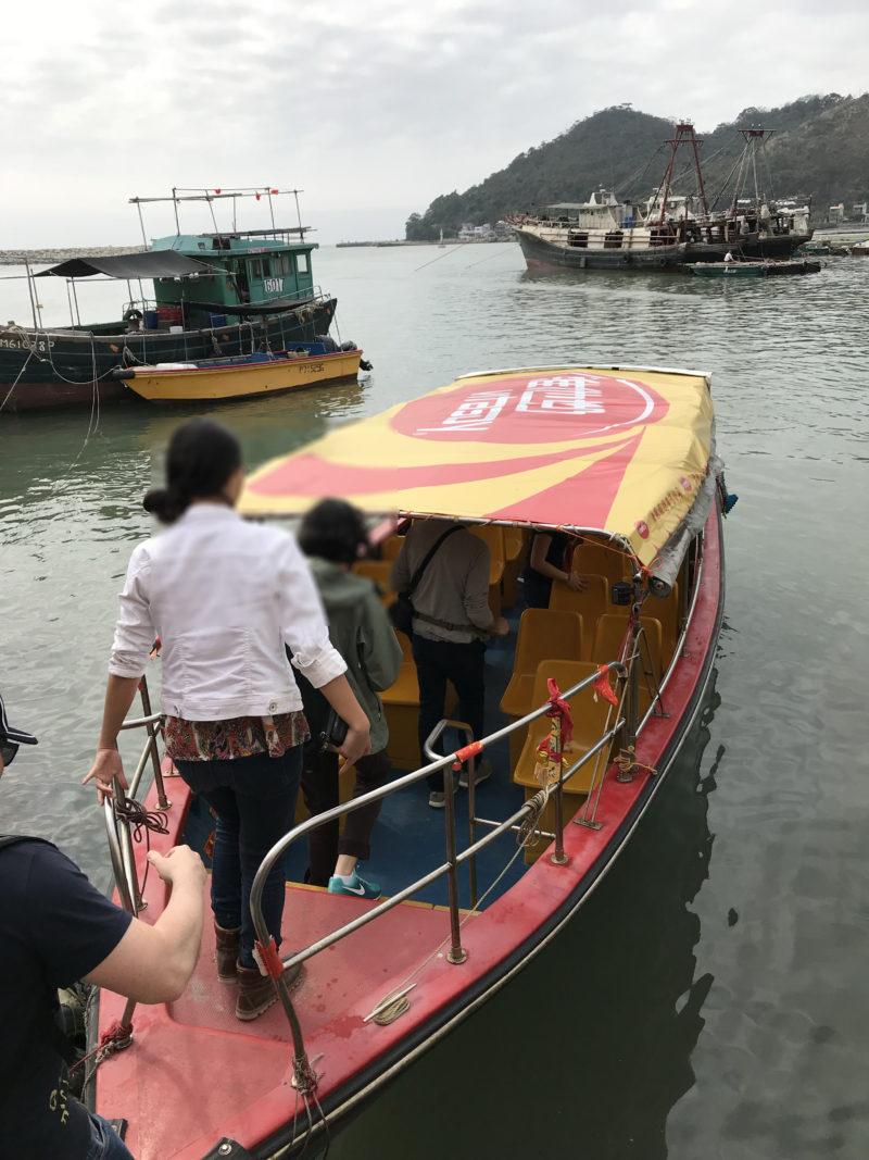 ピンクイルカツアーのボート